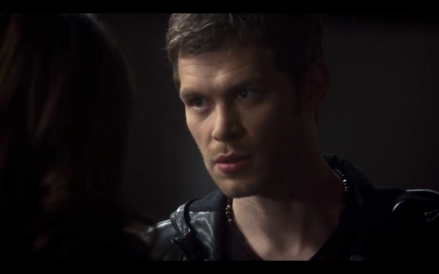 File:1x11-Klaus gives Hayley advice.png