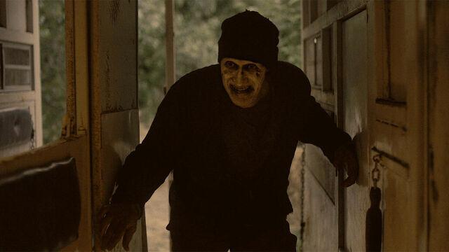 File:He's Coming 1x12 Sam stalks Mohamad.jpg
