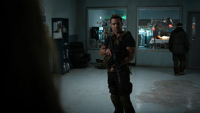 File:Help Me 1x01 Axel is locked and loaded.jpg