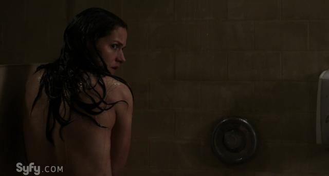 File:Help Me 1x01 Vanessa showering.png