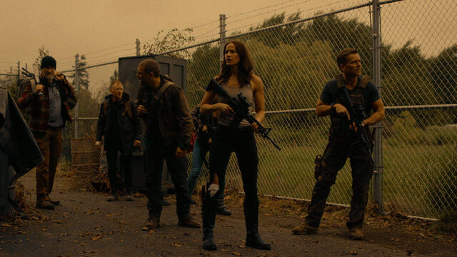File:Little Thing 1x08 The Survivors part 2 (Axel, Doc, Vanessa, John, Susan, Flesh and Sam).jpg