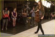 Elizabeth-gillies-victorious-backlot-09