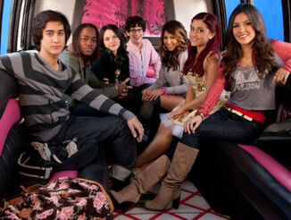 Victorious-Driving-Tori-Crazy-victorious-30456675-500-377