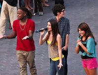 Victorious-flash-mob-1