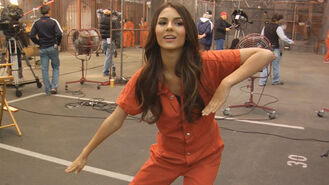 Victorious-behind-the-scenes-locked-up-victoria-dances-to-mj-clip