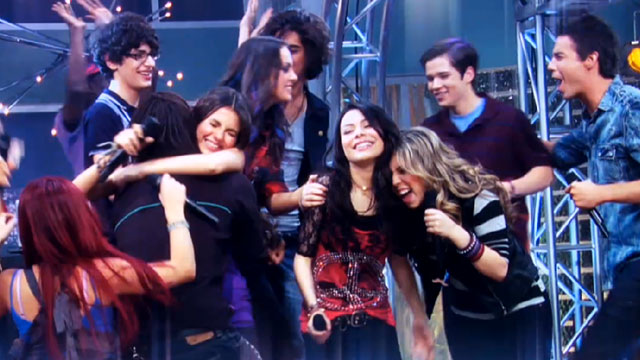 File:Victorious-icarly.jpg