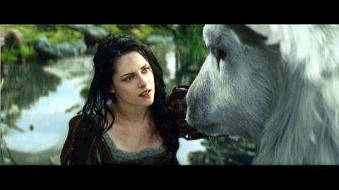Snow White and the Huntsman (2012) - Clip The Dwarves Follow Snow White Into The Enchanted Forest