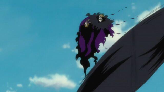 File:Baraggan attempts to kill Aizen.jpg