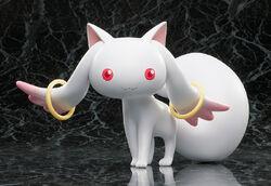 Puella-magi-madoka-magica-kyubey-figure-by-seven-two-005