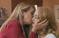 Priscila kisses Ludmila on the cheek