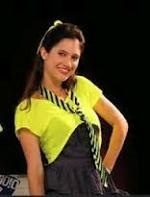 Francesca singing En Mi Mundo