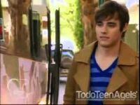 Leon walking after Violetta