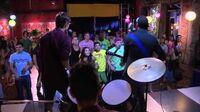 "Violetta 2 Broduey, Leon e Andres cantano ""Te fazer feliz"" (Ep"