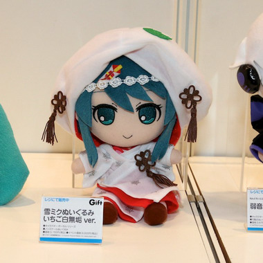 File:Preview snow miku 2013 doll.jpg