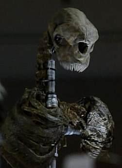 File:V 2009 Serpent-s Tooth S02E02 V skeleton.jpg