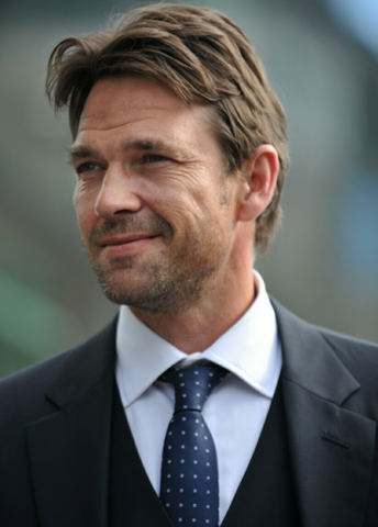 File:Dougray Scott.png