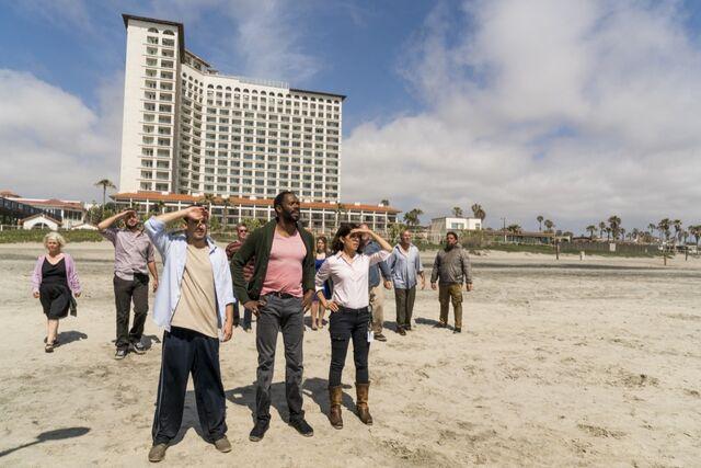 File:Hotel group on beach (Pablo & Jessica).jpg