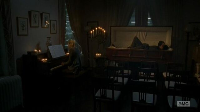File:Beth singing and playing piano while Daryl listen and sleeps.JPG