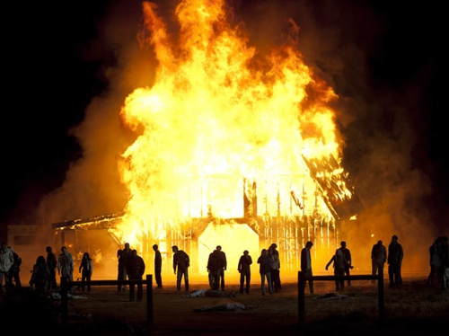 File:The Walking Dead Season 2 Episode 13 Beside the Dying Fire.jpg