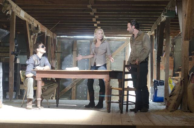 File:Walking-Dead-313-bts-b.jpg