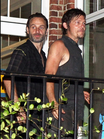 File:Sneak Peek S3 Lincoln and Reedus Fix.png