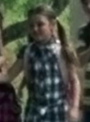 File:Girl at school ahjfgad.JPG