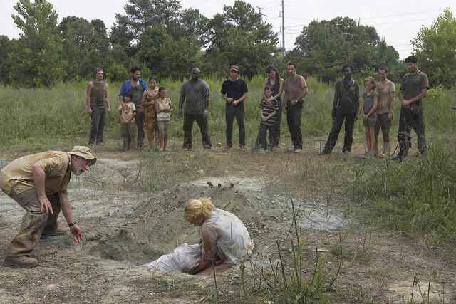 File:TWD wildfire amy's, funeral.jpg