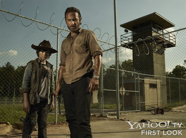 File:Yahoo News S3 Rick and Carl.png