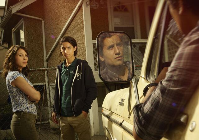 File:Fear-the-walking-dead-season-1-gallery-liza-rodriguez-chris-henrie-935.jpg