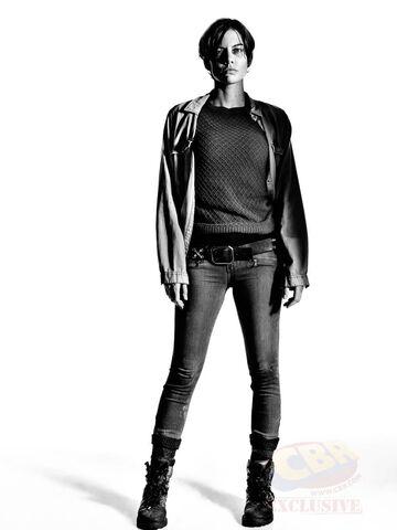 File:TWDMaggie-Season7-Black and White.jpg