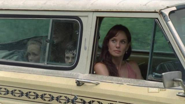 File:The-Walking-Dead-1x05-Wildfire-Lori-Grimes-Cap-02 mid.jpg