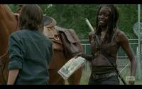 Michonne Gives Carl comics.png