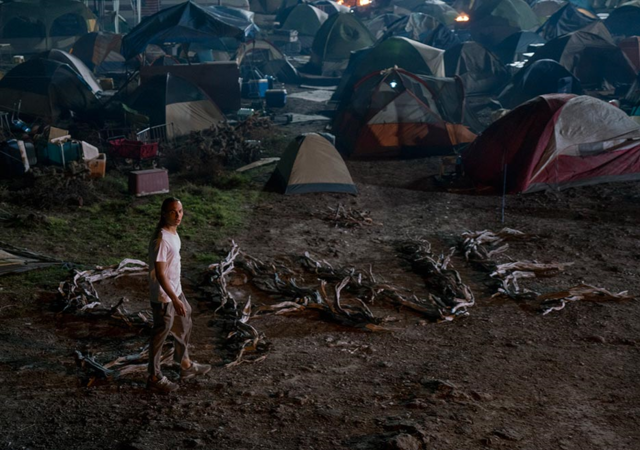 File:FTWD 204 Nick Campsite Sign.png