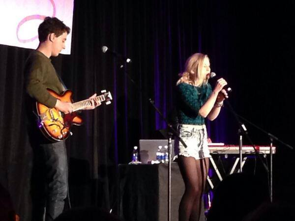 File:Emily Kinney singing in a concert with cute green shirt.jpg