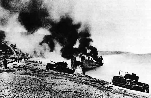 File:British Landing Craft on Beach at Dieppe.jpg
