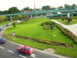 Pomnik Zygmunta Berlinga widziany z wiaduktu Mostu Łazienkowskiego