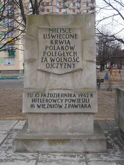 Wysockiego, Suwalska (kamień Tchorka).JPG
