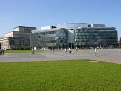 Plac Pilsudskiego dzis.jpg