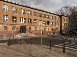 Skorupki (budynek nr 8, szkoła podstawowa nr 203).JPG