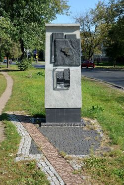 Pomnik granic getta Stawki róg Okopowej.JPG