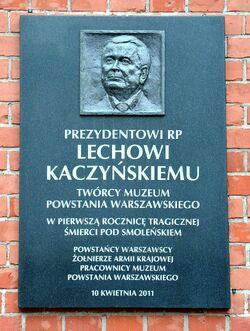 Tablica Lech Kaczyński Muzeum Powstania Warszawskiego