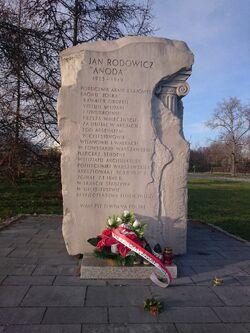 Kamień upamiętniający Jana Rodowicza.jpg