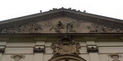 Pałac Krasińskich (tympanon elewacji frontowej).JPG
