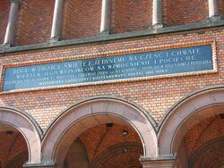 Tablica nad wejściem do kościoła św. Augustyna