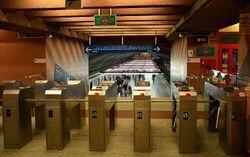 Bramki biletowe stacja Pole Mokotowskie.JPG