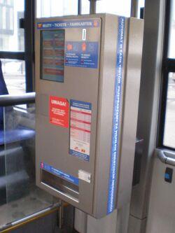 Autobus 175 (automat biletowy).JPG