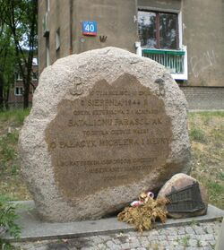 Wolska (palacyk Michla, kamien).JPG