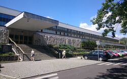 Biblioteka Narodowa główne wejście.jpg