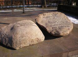 Park Traugutta (miejsce straceń, kamienie).JPG