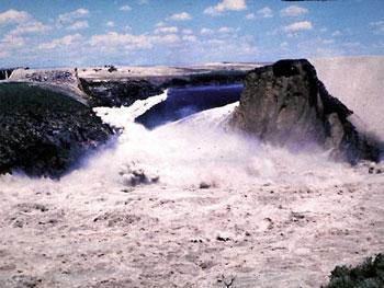 File:Teton Dam failure.jpg